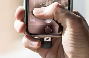 iPhone Speichererweiterungen - Leef iBridge angeschlossen am iPhone