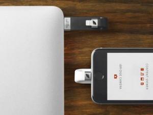 Leef iBridge iPhone Speicher Stick schwarz und weiss an iPhone und MacBook